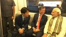 PM Modi और South Korean President Moon Jae-in  Delhi Metro से पहुंचे Noida | वनइंडिया हिंदी