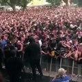 Lil Pump arrête son concert et appelle les secours pour un fan qui fait une crise