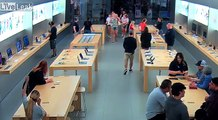 4 voleurs dévalisent un Apple store
