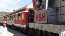 Del nga shinat treni i linjës Elbasan-Durrës - Top Channel Albania - News - Lajme
