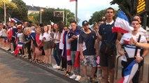 Coupe du monde 2048. Scènes de liesse devant la mairie de Saint-Nazaire après la victoire de la France