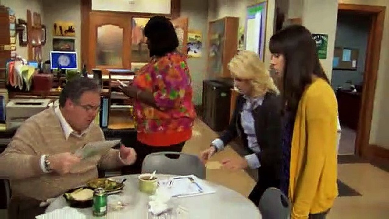Parks And Rec Christmas Episodes.Parks And Recreation S02 E17 Woman Of The Year