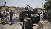 Dos atacantes abatidos y 11 funcionarios muertos en asalto a oficina afgana