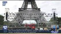 L'écran géant au pied de la tour Eiffel en cours d'installation pour la finale du Mondial