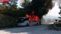 Otobüste çıkan yangın ormana sıçradı