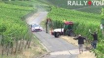 Ce pilote de rallye réussi à éviter le drame pendant les essais en Allemagne - Tracteur en plein milieu de la route