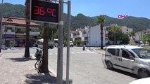 Muğla Marmaris'te Gündüz Plajlar, Gece Sokaklar Doldu