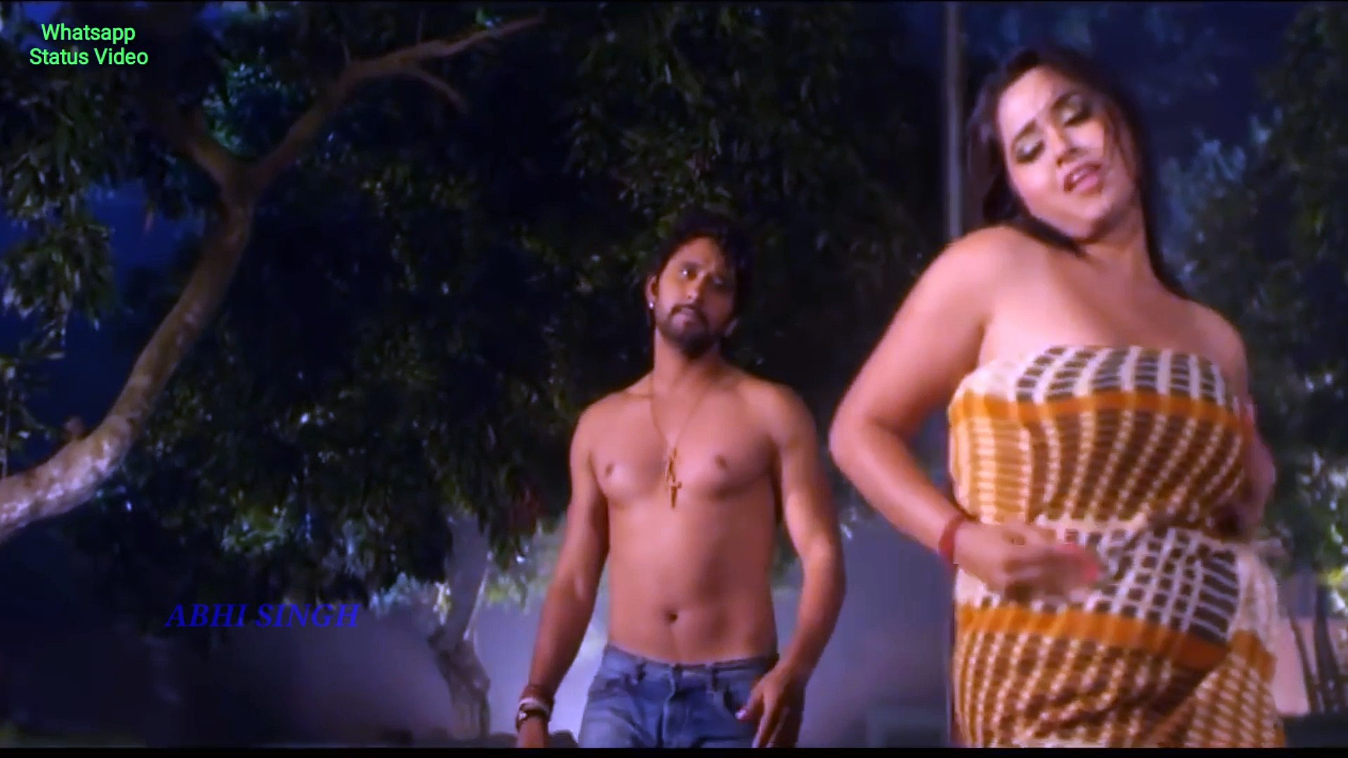 Kajal Raghwani Kiss