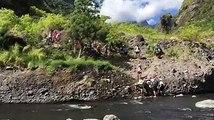 5 ème étape de la grande traversée des handicapables en Joëlettes : nous avons traversé la rivière des galets et l'arrivée au Port au gymnase Couture est prévue