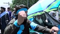 حرکت مردمی صلح به طرف سفارت پاکستان رفتند.پس از یک هفته تحصن در برابر سفارت روسیه حین حرکت بسوی سفارت پاکستان شماری از مردم عام نیز با آنان همراه شدند.این ا