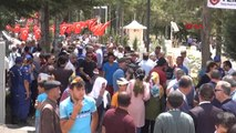 Şehit Ömer Halisdemir'in Kabri Ziyaretçi Akına Uğradı