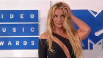 Britney Spears suffers wardrobe malfunction during gig