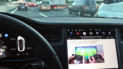 Atasco en un Tesla Model S en Autopilot