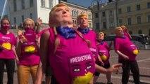 A Helsinki proteste delle donne pro-aborto contro Trump