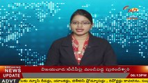 FARMERS surrounded a faltry farm for selling BAD CHICKENS - INDIA TV Telugu