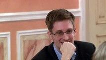 Edward Snowden smiles at Sam Adams award presentation in Moscow [silent clip]