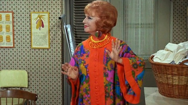 Bewitched 5x13 - Instant Courtesy