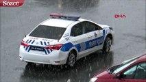 Silivri'de akşam saatlerinde sağanak yağış ve fırtına etkili oldu.