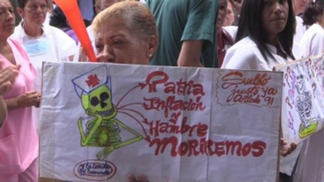Enfermeras en conflicto laboral evalúan marchar a centros poder en Venezuela