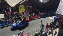 L'arrivée de la caravane publicitaire à l'Alpe d'Huez