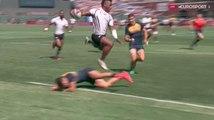 Josua Tuisova saute au dessus d'un défenseur argentin avant de marquer un essai