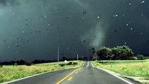 Impressionnant  : un conducteur filme de très près une tornade
