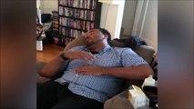 Le reflexe de se papa endormit qui entend son bébé pleurer... Trop drole