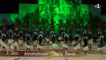"#MinuteHeiva #HeivaIRaromatai  Le groupe Amanahune danse sur le thème ""Te he'euri o te fenua e te he'euri o te moana""  Appréciez la rythmique des percussions"