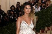 Selena Gomez celebra 26 anos com festa em iate