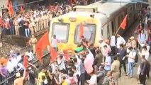 Mumbai Bandh: Maratha Kranti Morcha block train route at Thane railway station | Oneindia News