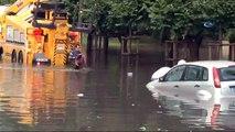 Vatan Caddesi'nde araçlar suya gömüldü!