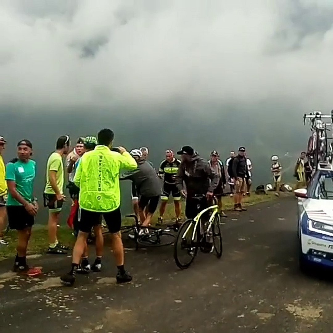 Tour de France 2018: Le quadruple vainqueur du Tour, Froome intercepté et plaqué au sol par un genda