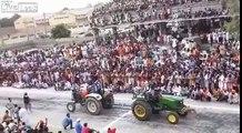 Effondrement d'une tribune de spectateurs en Inde