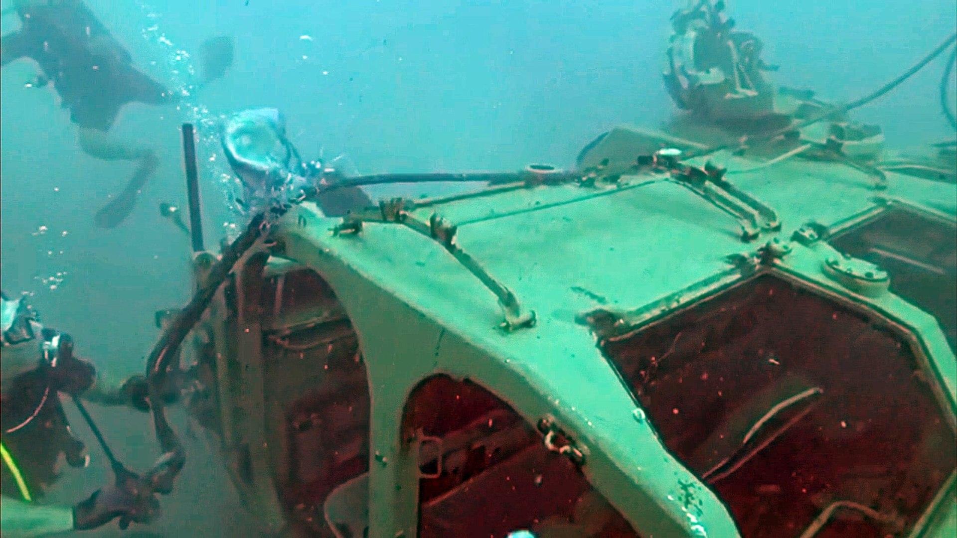 Hunden tanques en el mar del Líbano para atraer a submarinistas