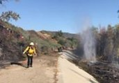 Firefighters Battle Brush Fire Threatening Santa Clarita Homes