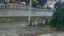 Yaşlı Adama Su Sıçratıp Öldüresiye Dövdüler... O Anlar Güvenlik Kamerasında