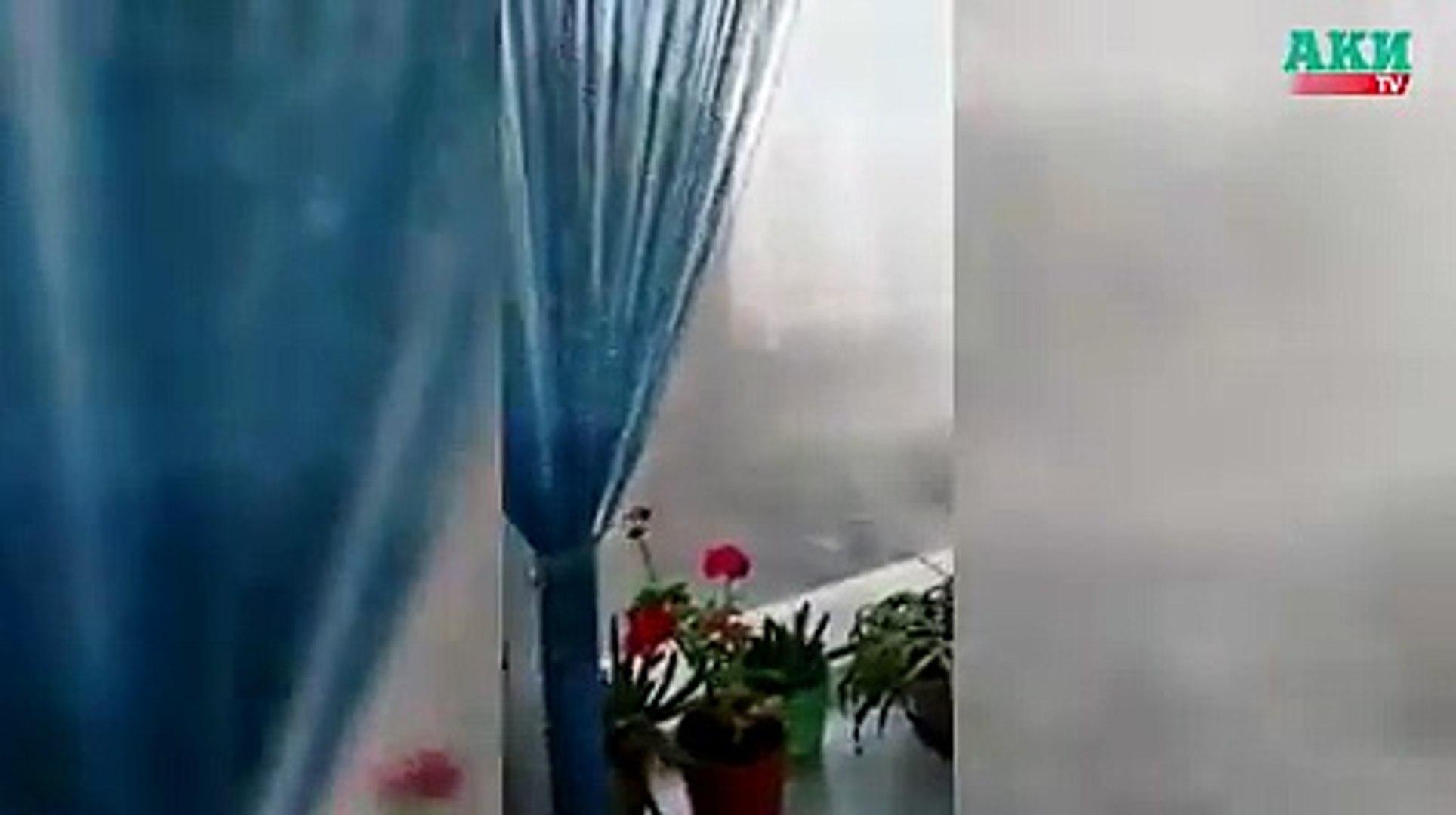 «Репортер» - Вечером 24 апреля в Бишкеке и части Чуйской области поднялся сильный ветер.Из-за ветра создалась угроза падения деревьев, веток и различных конст