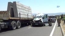Kahramanmaraş'ta Yolcu Minibüsü Tıra Çarptı: 2 Ölü, 12 Yaralı