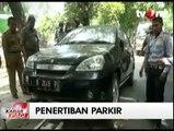 Petugas Gabungan Gelar Razia Parkir Liar di Matraman