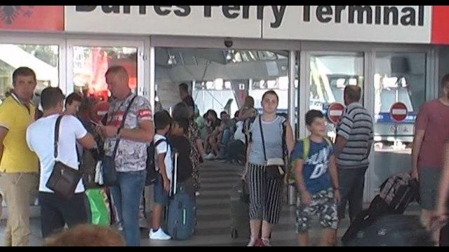 Ora News - Piku i fluksit të emigrantëve që vijnë në Shqipëri për pushime