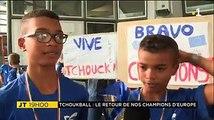 Ils sont rentrés ce samedi avec leur coupe... ces jeunes Réunionnais n'ont pas 12 ans mais sont déjà champions d'Europe de tchoukball... Un bel accueil leur a é