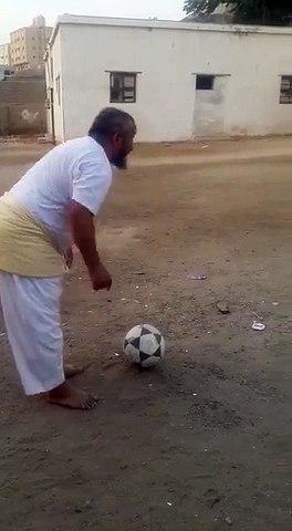 Extraordinary football skill of an ordinary man