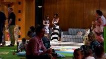 EXCLU AVANT-PREMIERE - Capital (M6): La salle de séminaire d'un hôtel de luxe se transforme en air de jeux pour les enfants des riches client - Regardez
