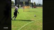 Balotelli régale sur coup franc à l'entraînement