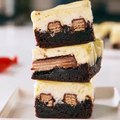 KitKat lovers, we made these cheesecake bars for YOU.Full recipe: