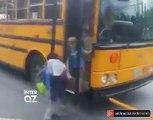 Bura Kanadadır  Məktəb avtobusu uşaqları düşürmək üçün saxlayır  Həmin vaxt yolda olan digər avtomobillərə fikir verin  Diqqətlə baxın və zövq alın