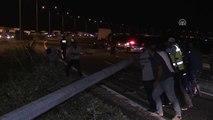 Çevre Yoluna Devrilen Elektrik Direği Sürücüleri Korkuttu