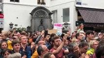 600 personnes autour de Manneken Pis pour protester contre l'enfermement des enfants au centre fermé 127bis