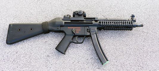 Full Auto Hekler & Koch MP5 Submachine Gun