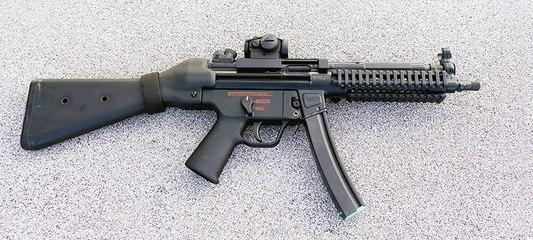 Full Auto Hekler & Koch MP5 Submachine Gun